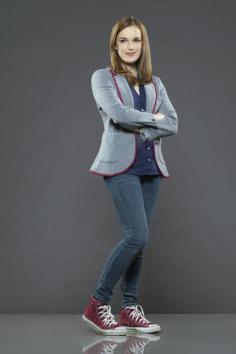 Agente Jemma Simmons (Elizabeth Henstridge)