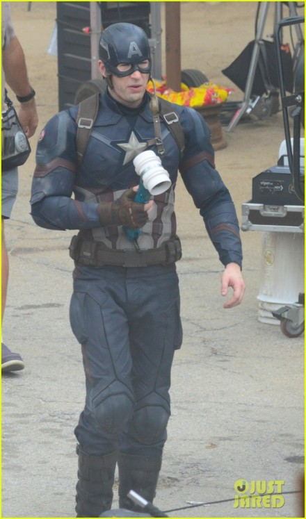captain-americas-new-weapon-is-a-enter-our-poll-08
